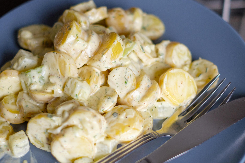 Kartoffelsalat mit Kohlrabi und Mayo