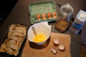 Eier mit Milch und Zucker verrühren