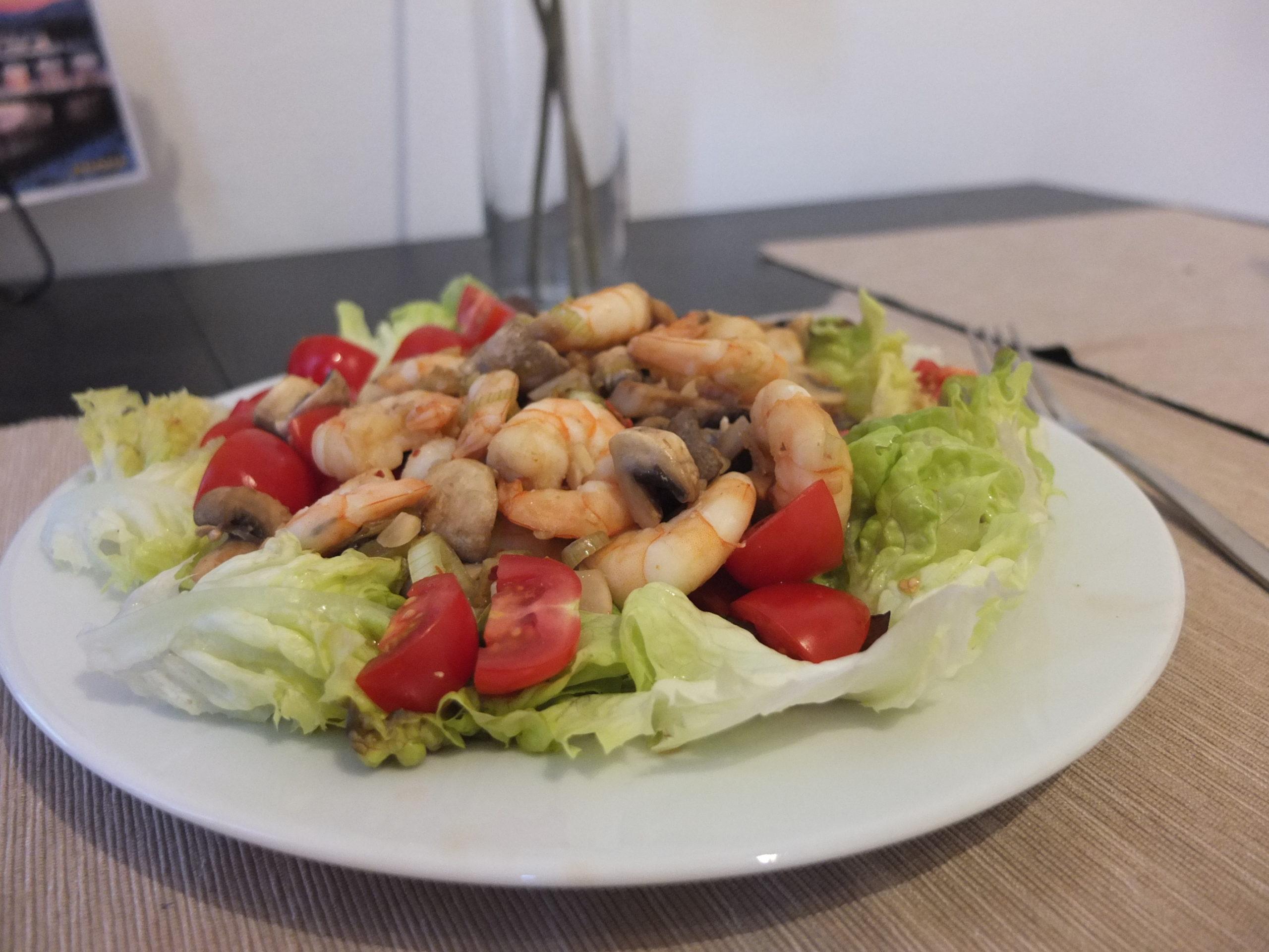 Ingwer-Garnelen auf Salat