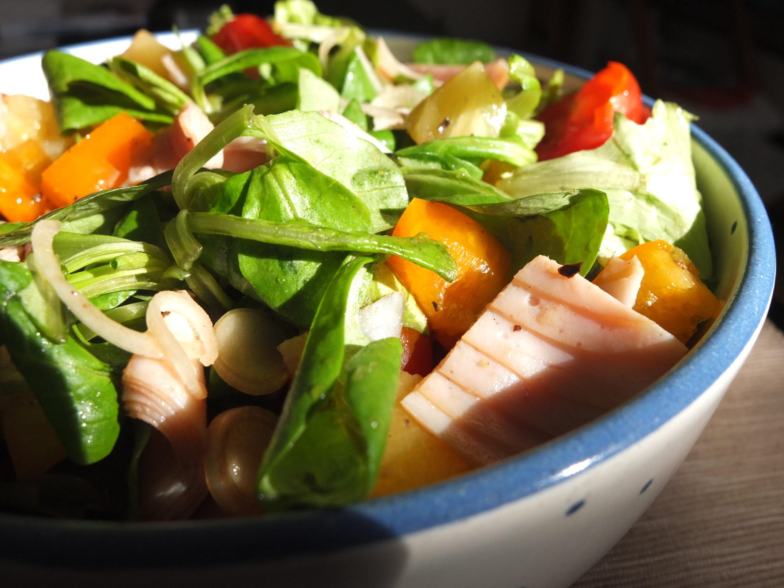 Hähnchen-Ananas Salat