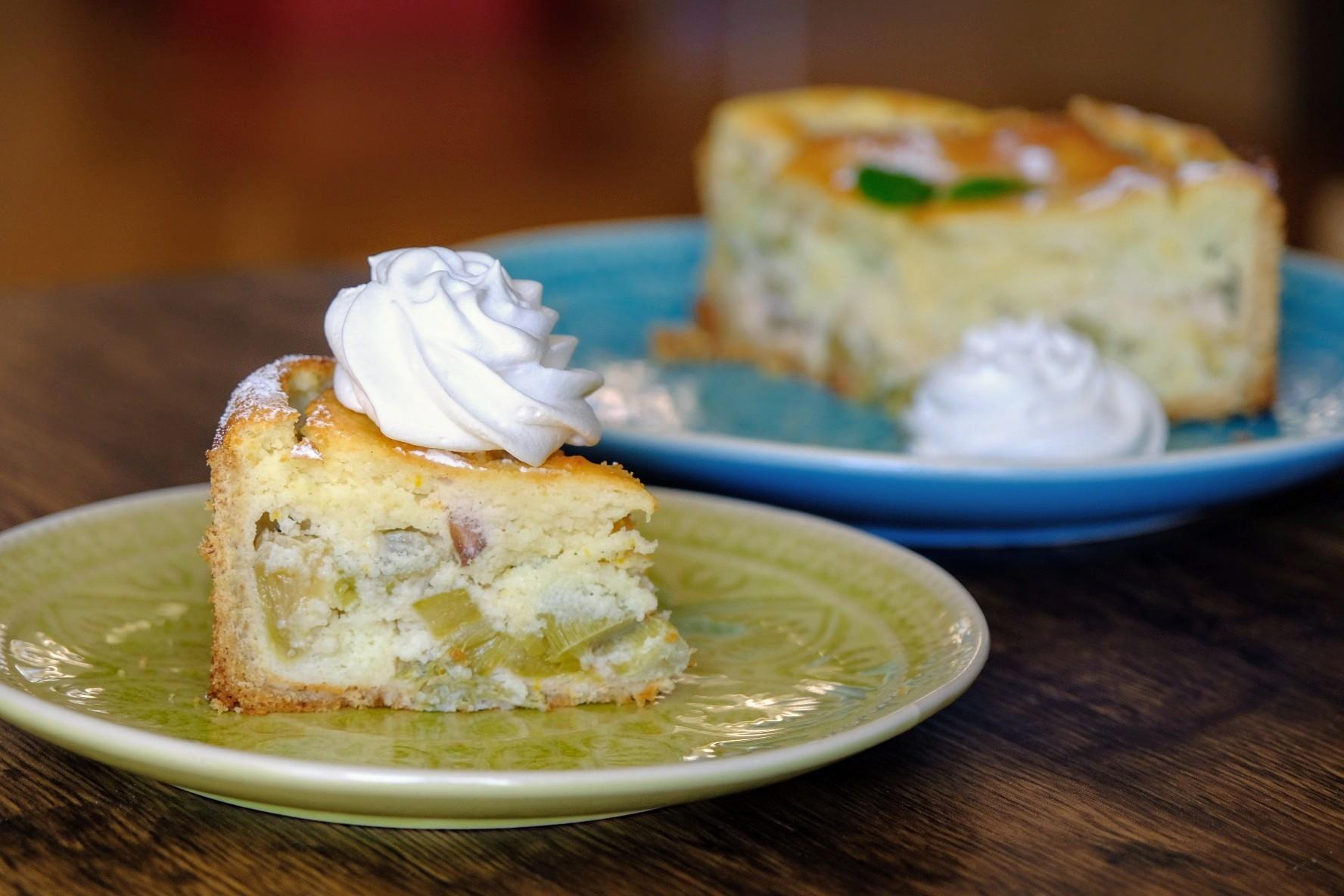 Rhabarberkuchen-Experimente #3: Rhabarber-Grießkuchen mit Baiserhaube
